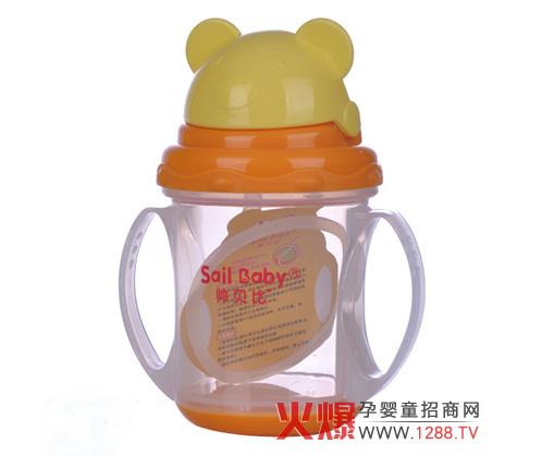 1,帅贝比吸管饮水杯是根据宝宝口腔发育状况而设计的,可锻炼宝宝下颚