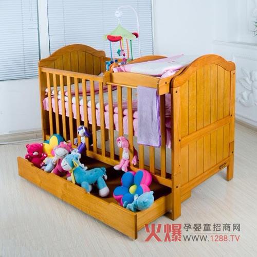 自己,木材采用国际公认的制作婴儿床最好的材质