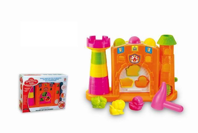 积木城堡锤锤乐 材质简介:ABS、PC、EVA 工程塑料环保材质,100%安全无毒,放心使用。 产品说明:内用一些绝佳的工具建立宝宝的学习兴趣!这个敲敲乐充满令人高兴的惊喜,每次拍打、打击、拉动或滑动,都能让学习更有趣! 当宝宝拍打城堡顶部的三个积木,灯光会舞动。城堡下方的房间是三个可爱小动物的家,让宝宝一一把小动物送回家。敲击右边顶部的小球便会滚落下来。在游戏中学习颜色和形状,或是用敲击有嘎嘎响珠的槌子,好好玩!