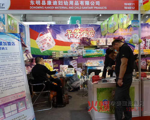 广州展柜厂-母婴用品展示柜婴童店装修设计   【图】童装店