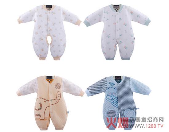 婴童市场是一个包罗万象的大杂烩,众多品牌带来缤纷多彩的产品,这也就给了年轻妈妈们挑选宝宝衣服更多的选择。但是,在众目繁多的种类里,妈妈们了解如何挑选新生儿的衣服吗,在挑选的过程中又要注意哪些问题呢?就让火爆网告诉您吧,注意看以下挑选衣服的三大误区噢!  误区一:有纽扣的衣服不要选 现在很多说法都是有纽扣的衣服不要选。而且这种说法十分普遍,但是其实这种说法是缺少科学依据的。一些对新生儿衣服有所了解的人都会知道,新生儿的衣服大部分都是采用系带设计的,因为这样可以避免到纽扣伤害宝宝的皮肤或是宝宝误吞纽扣的情况