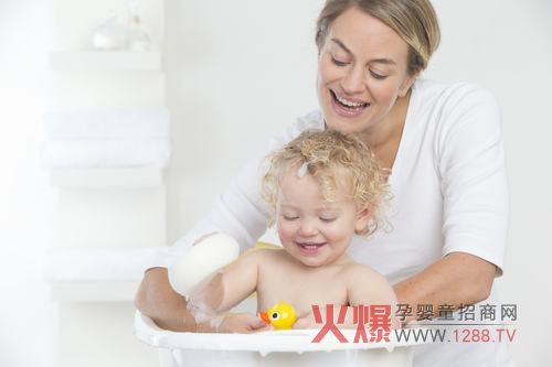 宝宝洗澡或游泳后 切忌马上睡觉图片