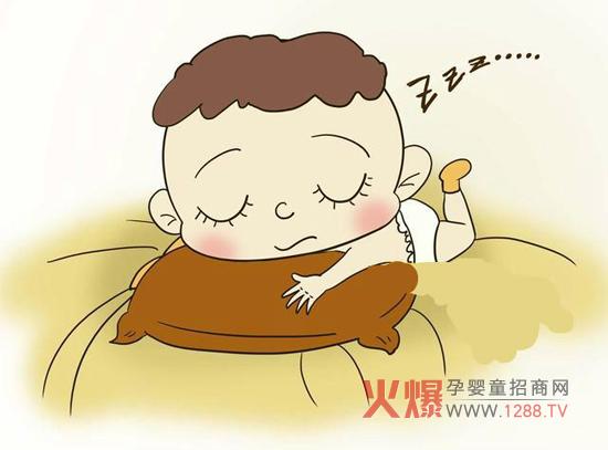 都说宝宝睡着了是天使,因为很安静,妈妈可以少操心。但你知道吗?宝宝睡觉时的一些现象,可能是潜在的疾病危险,妈妈千万要注意了。  一、入睡后多汗 小宝宝神经系统发育不完全,新陈代谢快,因而容易出汗。 正常的生理性出汗一般在孩子刚入睡时出现于头颈部,进入熟睡状态后就不再发生。 若宝宝常在后半夜出汗,多由疾病引起,如维生素D缺乏导致的佝偻病、肺结核染等,需及时去医院查明原因。  二、睡觉翻来覆 宝宝入睡后翻来覆去,反复折腾,常伴有口臭气促、腹部胀满、口干、口唇发红、舌苔黄厚、大便干燥等症状。 这是胃有宿食的缘故