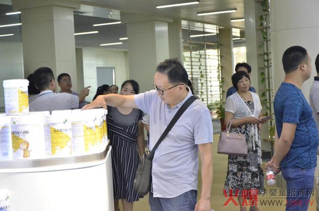 湖南省食药品安全监管及专项研究高级研修班专家成员莅临欧比佳乳业开展食品安全监管工作调研