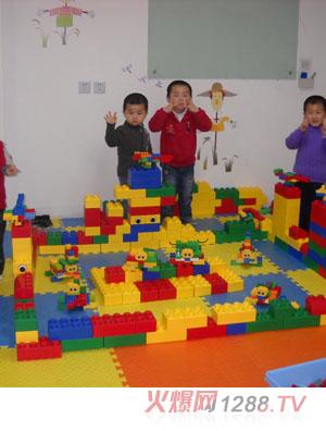 小孩画画画房子学校
