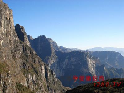 的朋友一定要游览河南的风景名胜,那么一定不要错鸡公山!