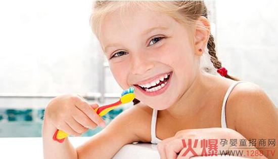 儿童刷牙.jpg